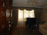 Apartamentul este cu 3 odai,  la etajul 3 din 9,  seria 135